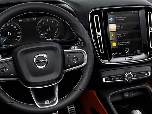 multimedia Key on the steering wheel